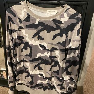 Black/Gray/White camo long sleeve pullover